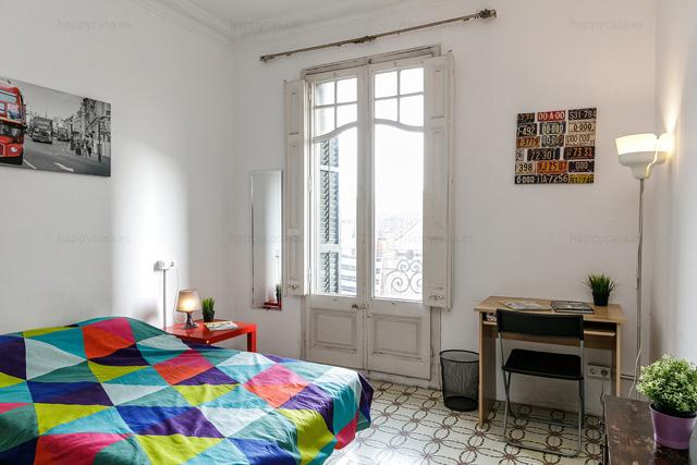 Habitación con cama doble Barcelona piso para compartir Eixample