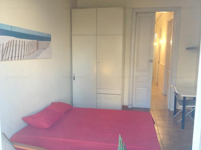 Habitación grande cama doble con armario empotrado Barcelona