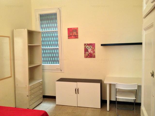 Busco habitación grande para compartir piso con estudiantes en Barcelona