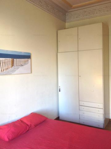 Armario empotrado en habitación piso compartido Barcelona