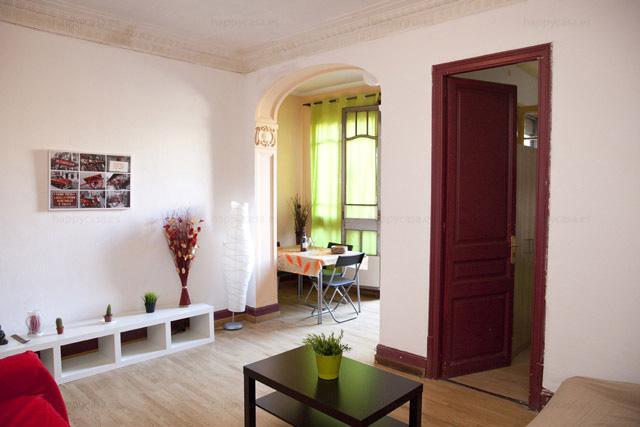 Salón cómodo departamento compartido Barcelona