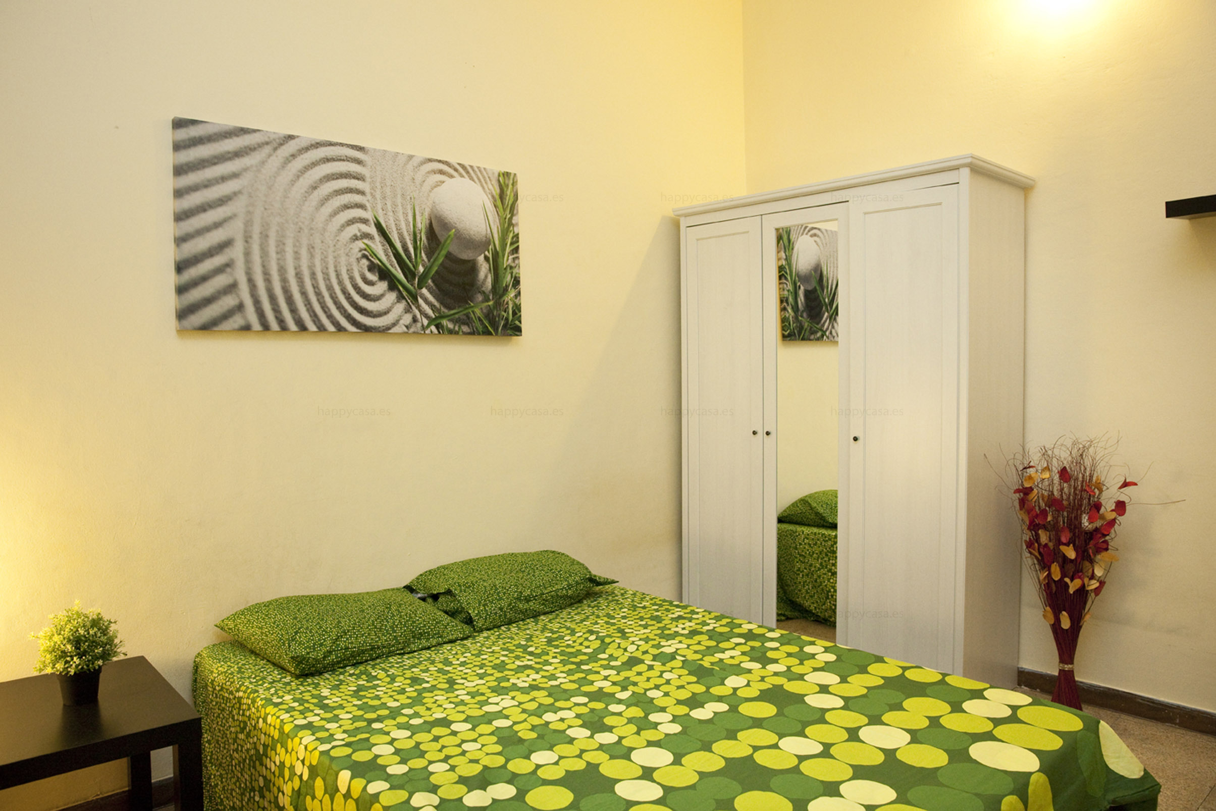 Habitación grande barata metro Urgell Barcelona
