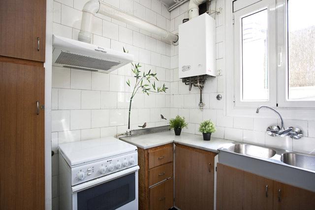 Barcelona lloguer habitació pis estudiants amb cuina