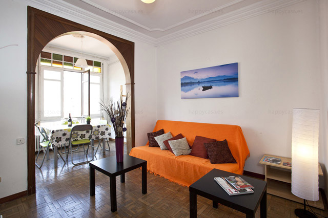 Departamento sofas cómodos con balcón Barcelona L2