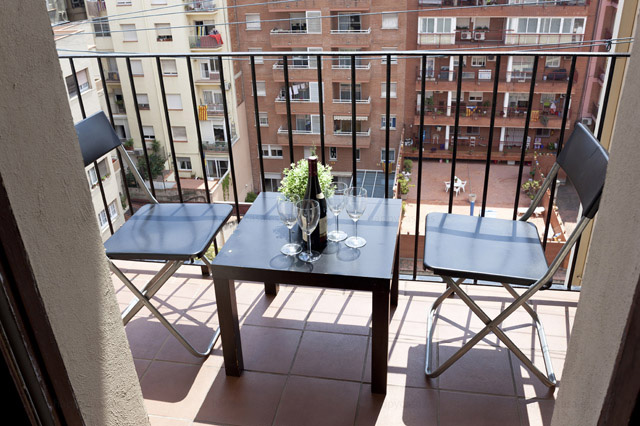 Habitación en apartamento compartido Barcelona balcón soleado