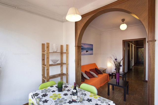 Barcelona habitación joven con salón zona céntrica