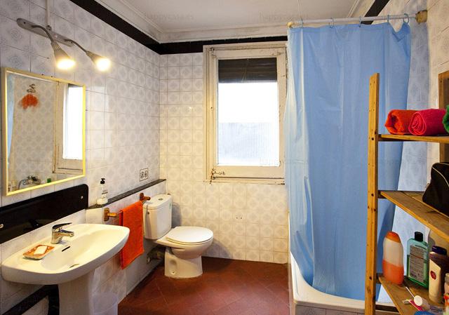Cuarto de baño en apartamento de estudiantes metro Tetuan