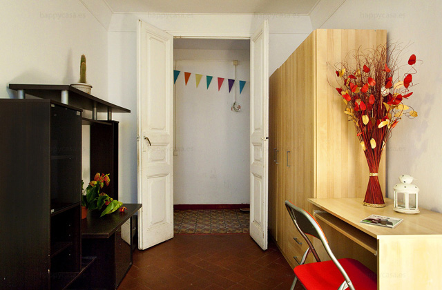 Barcelona habitación cama doble barata en piso compartido L2