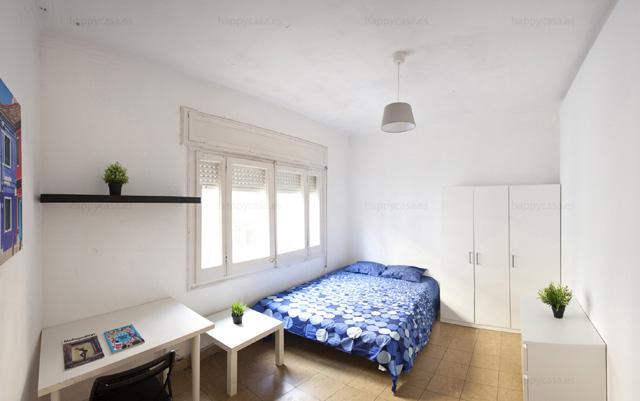 Dormitorio barato en un piso compartir con estudiantes Barcelona ALT