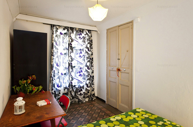 Dormitorio luminoso con balcón agradable Eixample