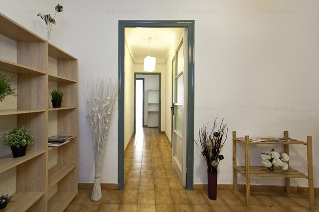 Entrance hall apartment share Barcelona