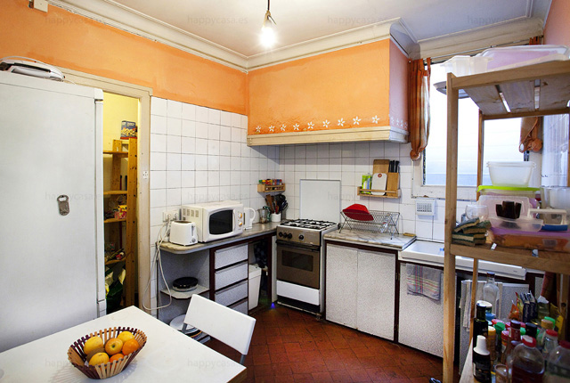 Alquilar habitación piso con cocina Barcelona Ausias Marc Tetuan