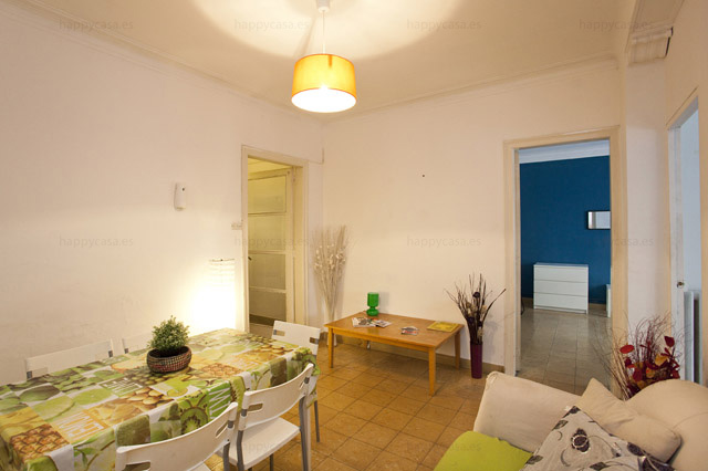 Salón cómodo en piso de 6 habitaciones Barcelona metro Vallcarca