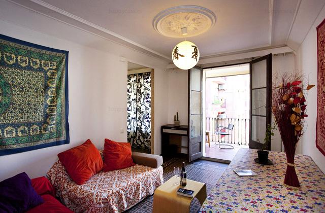 Alquilar cuarto en departamento con salón luminoso Barcelona