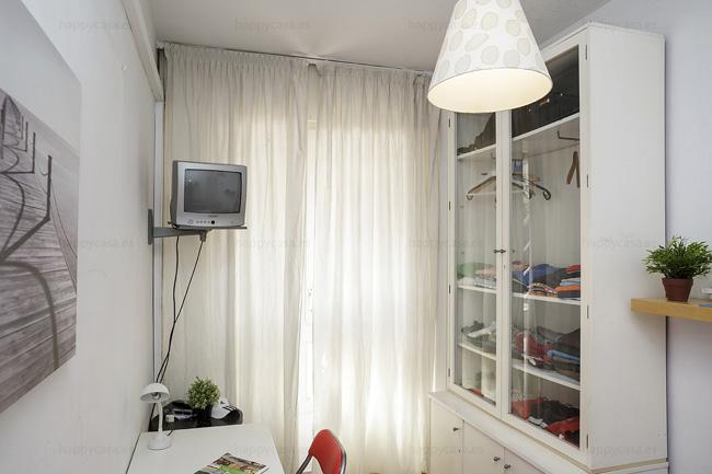 Habitación en piso compartido con internet zona Maria Cristina
