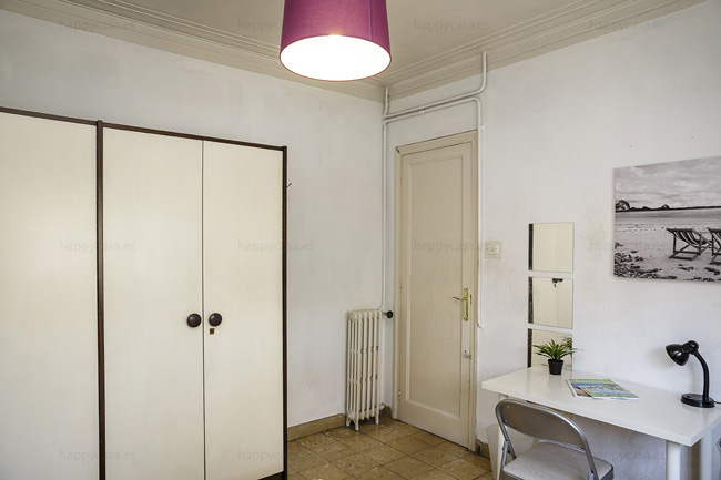Room with storage place flat sharing Barcelona ALT