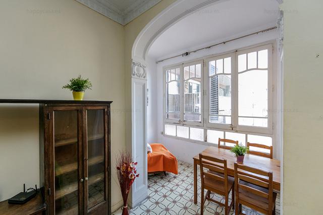 Salón soleado con galería para compartir con amigos Tetuan Barcelona