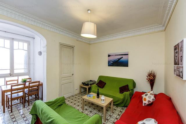 Gran salón luminoso ideal para convivir con estudiante en Barcelona