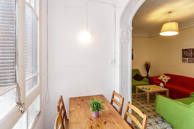 Departamento para estudiantes amueblado con sofa en Barcelona