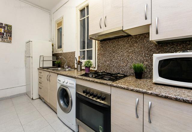 Cocina totalmente equipada con lavadora piso jovenes internacionales Barcelona