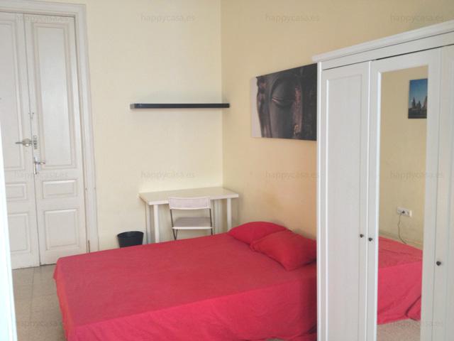 Habitación con cama doble en apartamento Barcelonés para compartir